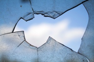 broken-window-960188_960_720