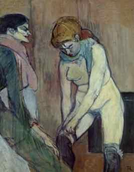 donna che si tira su calza
